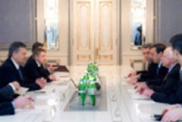 President assures U.S. of ensuring right of Ukrainians to peaceful demonstrations