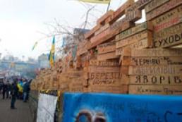 Barricades in Maidan strengthened