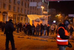 Protesters bring portable barricade to Hrushevsky Street