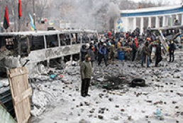 Berkut officers dismantle barricade near Dynamo stadium