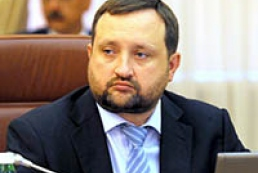 Arbuzov calls on local executive authorities to activate budget process