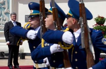 Порошенко доручив спрямувати заощаджені на виборах гроші на потреби армії