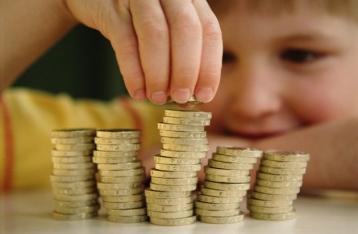 В Украине прекращена выплата помощи по уходу за ребенком до 3 лет