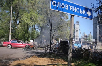 Члены НВФ обстреляли блокпост под Славянском. Есть погибшие