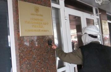 У Донецьку невідомі штурмують будівлю УМВС, один міліціонер загинув