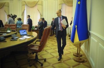 Яценюк заявил об отставке с должности премьера