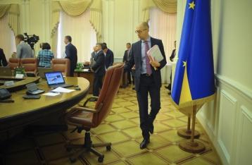 Яценюк заявив про відставку з посади прем'єра