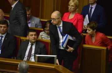 Турчинов: Заявление Яценюка об отставке направлено в парламент