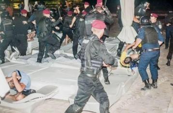В Одессе произошла драка между милицией и протестующими против концерта Ани Лорак