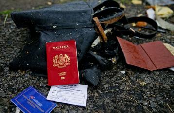 Международные эксперты забрали вещи погибших в авиакатастрофе «Боинга-777»