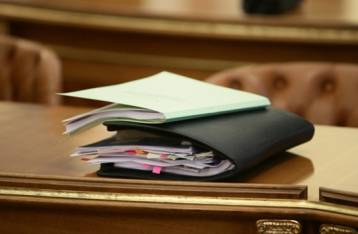 Кількість чиновників в Україні можуть скоротити наполовину