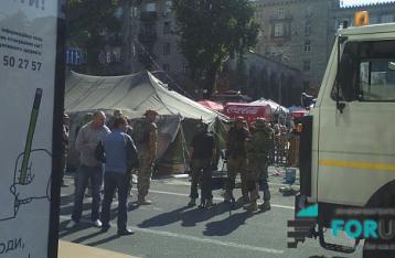 На Майдане идет противостояние между жителями палаточного городка и бойцами батальона «Киев-1»