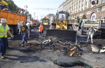 На Майдане Незалежности проходит субботник