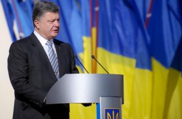 Порошенко привітав Україну з Днем прапора