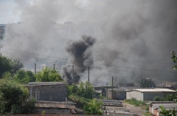 В результате обстрела Мариуполя погиб местный житель, еще три ранены