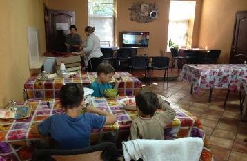 Волонтери: Переселенцям у Коцюбинському дуже потрібні ліки