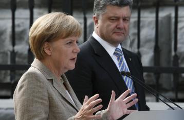 Порошенко обсудил с Меркель выделение очередной макрофинансовой помощи Украине