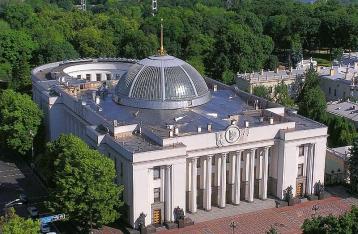 Рада на следующем заседании рассмотрит законопроект об отказе от внеблокового статуса