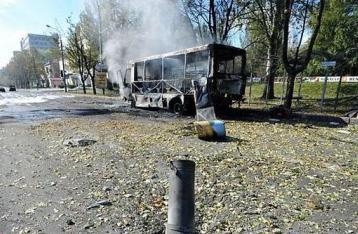 В Донецке снаряд попал в маршрутку, погибли шесть человек