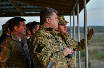 Порошенко: Оборонительные укрепления на восточной границе готовы на 80%