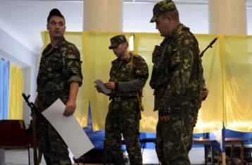 Порошенко: На выборах проголосуют 10 тысяч задействованных в АТО военных