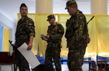 Порошенко: На виборах проголосують 10 тисяч задіяних в АТО військових