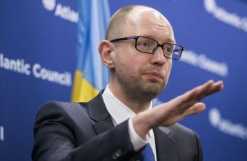 Кабмин требует от телеканалов в «день тишины» разместить обращение Яценюка
