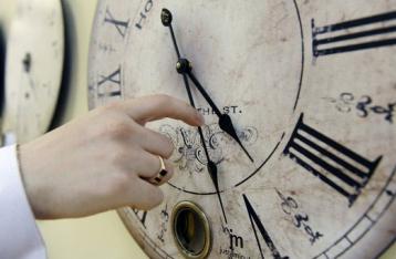 В ночь перед выборами Украина перейдет на зимнее время