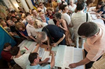Явка виборців на 165 округах станом на 20:00 становить 52,82%