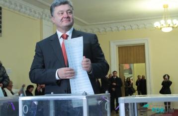 Порошенко считает недопустимым промедление с подсчетом голосов