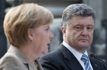 Порошенко поскаржився Меркель на неоплату «Газпромом» транзиту