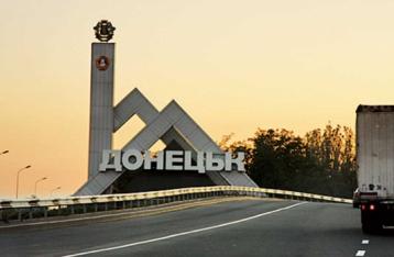 У Донецьку снаряд потрапив в автобус, є загиблі