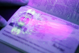 Біометричні паспорти: дорога валіза без ручки?