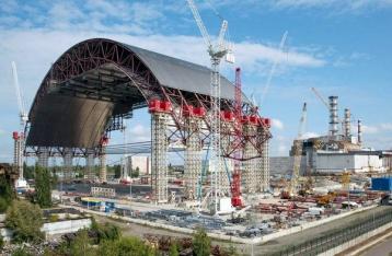 Порошенко: Нужно завершить строительство укрытия над реактором ЧАЭС