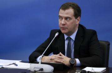 Медведєв: Росія буде реагувати на відмову України від позаблокового статусу
