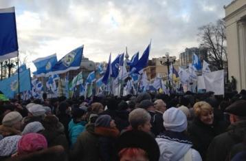 Под Радой проходит несколько акций протеста