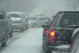 Через снігопади на півдні України закрито рух на автошляхах