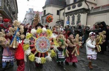 Президент и премьер поздравили украинцев с Рождеством
