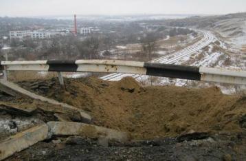 НВФ подорвали мост между Станицей и Луганском