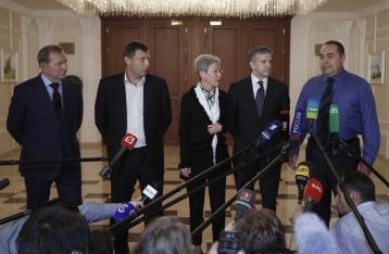 Порошенко, Меркель и Олланд призывают срочно созвать Контактную группу
