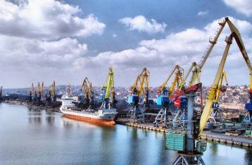 Мариупольский порт приостановил работу из-за артобстрелов
