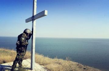 Украина в день начала отвода вооружений потеряла трех военных
