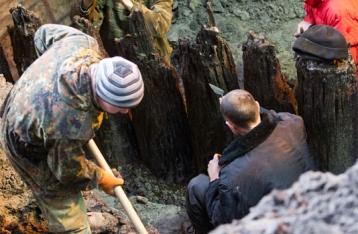 На Почтовой площади археологи раскопали улицу времен Киевской Руси