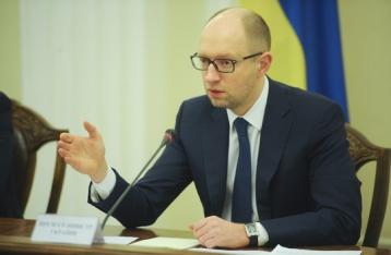 Яценюк: Менять Конституцию нужно на референдуме