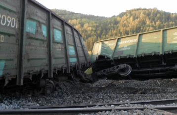 На Днепропетровщине во время движения поезда с углем подорвали колею