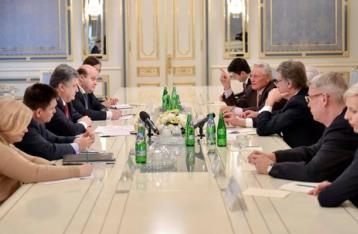 Порошенко: Ситуацию на Донбассе можно разрешить только с помощью миротворцев ООН