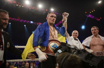 Усик отстоял титул WBO, нокаутировав россиянина