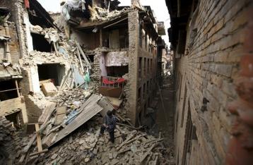 МИД не может установить связь с 91 украинцем в Непале