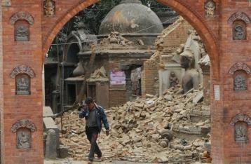 Землетрясение разрушило в Непале более шести тысяч домов