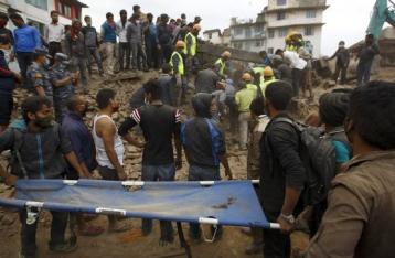 Президент поручил эвакуировать из Непала украинцев